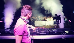 Divini & Warning bookings